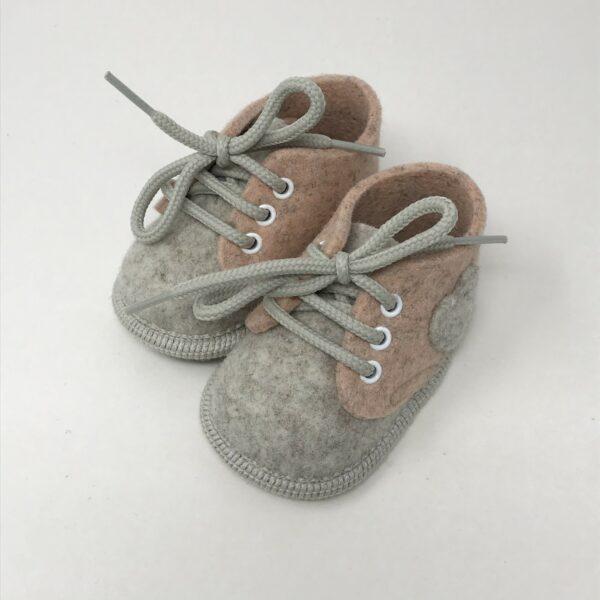 Scarpine babbucce portafortuna per neonato in feltro pura lana, colore salmone/pesca
